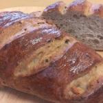 オートミール・たっぷりのくるみの入った香ばしくて柔らかいお食事パンです。